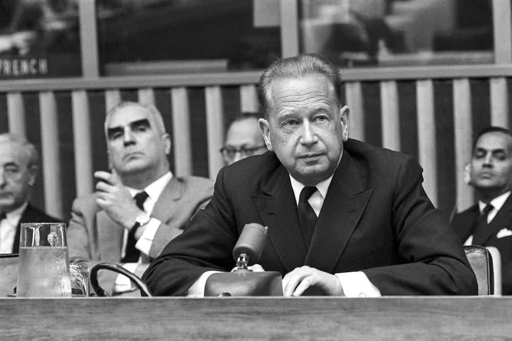 A photograph of UN Secretary-General Dag Hammarskjöld at a press conference